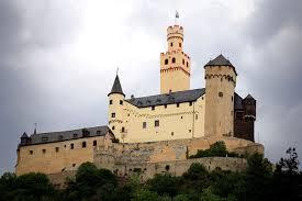Замок Марксбург в Рейнланд-Пфальце (Германия)