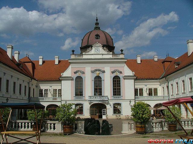 Замок Грашшалковичей (Grassalkovich-palace)