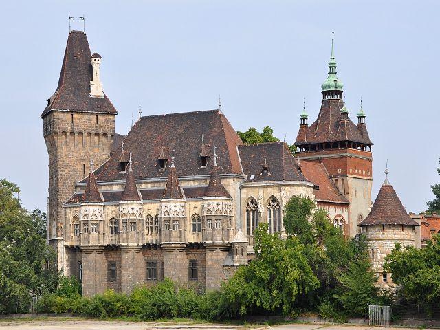 Замок Вайдахуняд (Vajdahunyad)