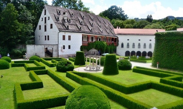 Замок Амбрас (Schloss Ambras)