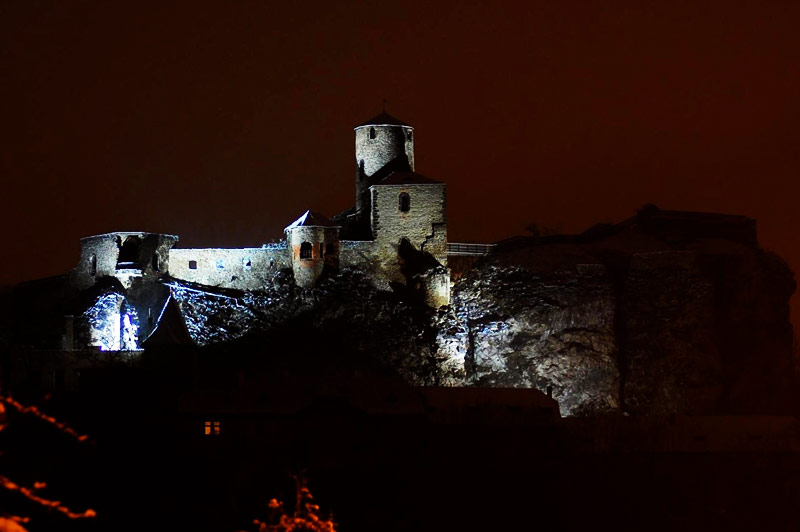 Замок Стршеков (Hrad Střekov) ночью