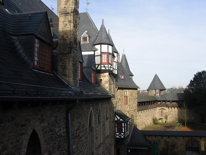 Замок Шлоссбург в Северном Рейне — Вестфалии