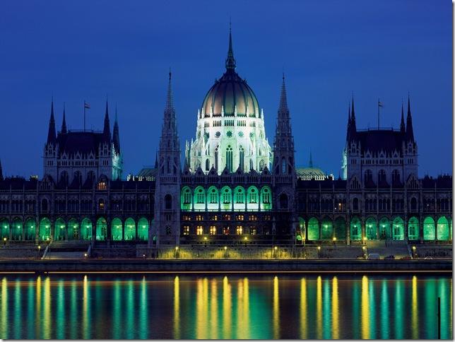 Ночной венгерский парламент