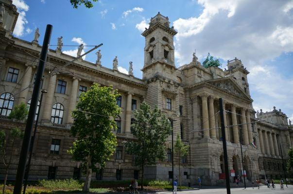 Этнографический музей (Néprajzi Múzeum) в Будапеште в Венгрии