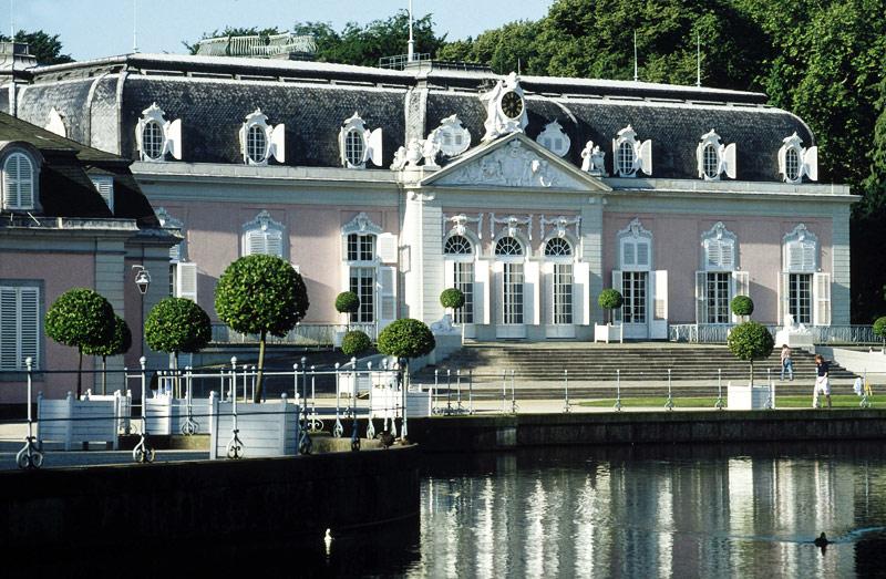 Замок Бенрат в Дюссельдорфе (Германия)