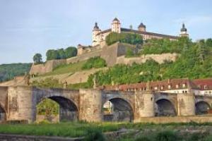 Замок Шлоссбург в Северном Рейне — Вестфалии (Германия)