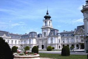 Дворец Фештеич в Кестхее (Венгрия)