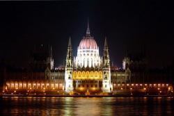 Венгерский парламент ночью